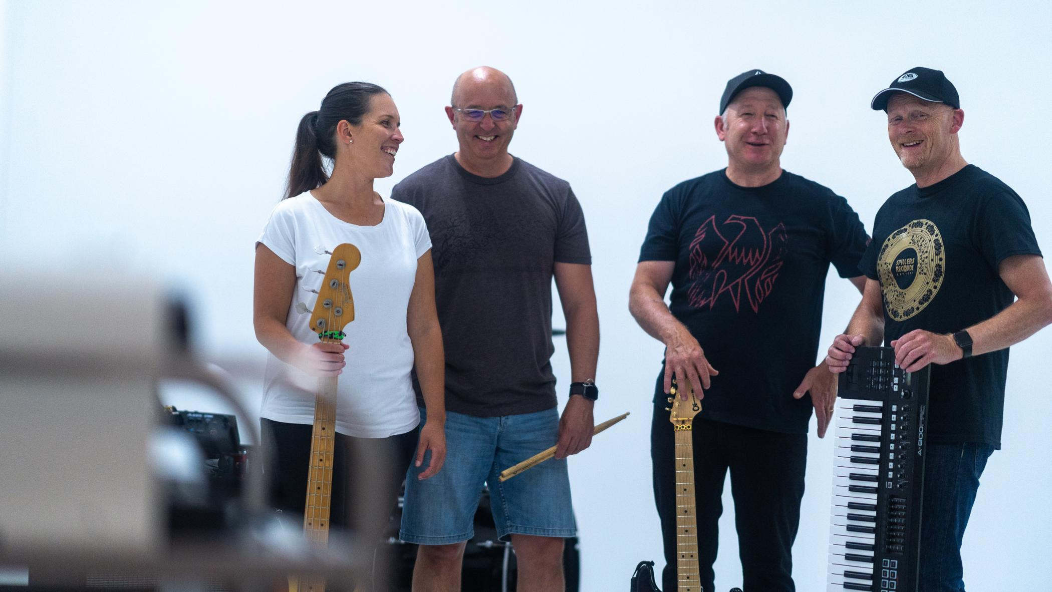 Established four piece Auckland cover band need to add lead vocalist
